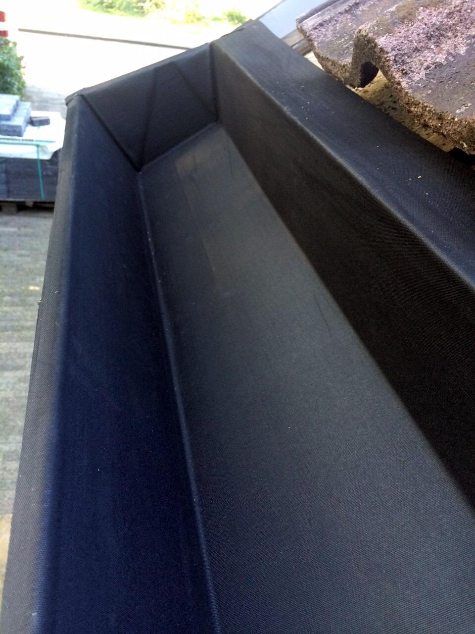 Ingevouwen hoeken van dakgoot